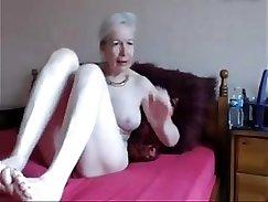 Amateur granny gapes her snatch
