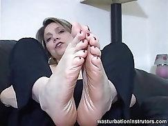 Adrianna MATURE performs Masturbating she caresses her tits