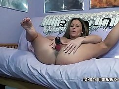 Mature Nympho Knows How to Perform Her Toy