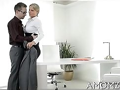 Blonde amateur mommy Jaden Crystal deepthroats and orgasms with Briana